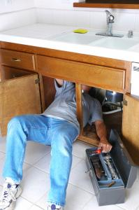Plumber in Daly City CA removes a sink drain